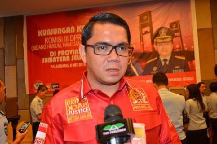 Anggota Komisi III DPR RI Arteria Dahlan mengemukakan hal itu saat mengikuti rangkaian Kunjungan Kerja Komisi III DPR RI ke Palembang, Sumatera Selatan (Sumsel), Selasa (8/5/2018).