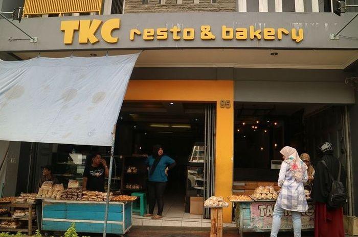 Toko Roti Tan Keng Chu tampak depan, Toko Roti Tan Keng Chu merupakan toko roti legendari yang berada di Cianjur. Toko Roti Tan Keng Chu berdiri sejak 1926.