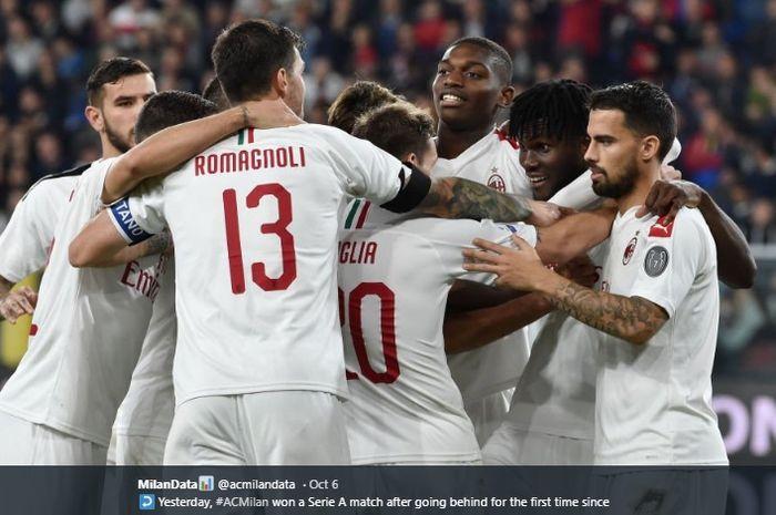 Para pemain AC Milan merayakan gol yang dicetak Franck Kessie di laga melawan Genoa pada pertandingan pekan ke-7 Liga Italia 2019-2020.