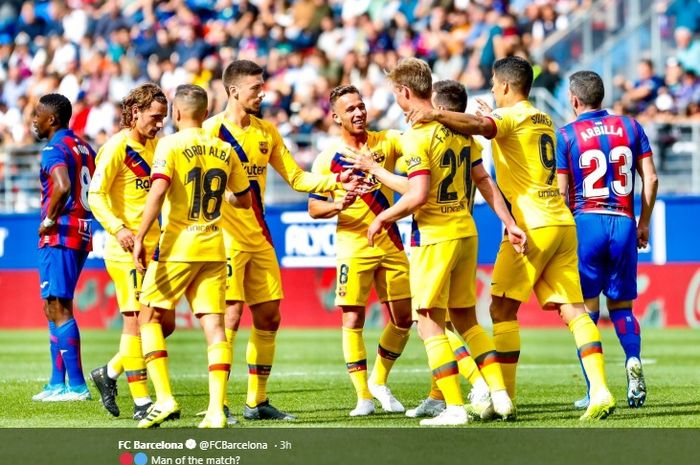 Para pemain Barcelona merayakan gol kedua tim yang dicetak oleh Lionel Messi pada menit ke-58 pada pertandingan melawan Eibar dalam lanjutan pertandingan pekan ke-9 Liga Spanyol 2019-2020, Sabtu (19/10/2019)