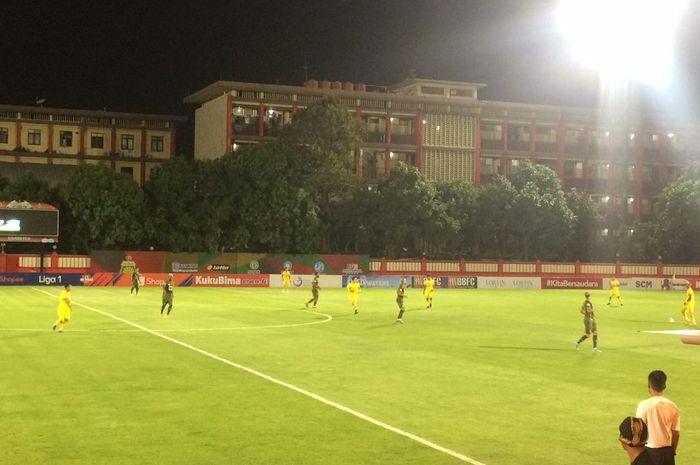 Suasana pertandingan Tira-Persikabo melawan Bhayangkara FC pada pekan ke-23 Liga 1 2019 di Stadion PTIK, Jakarta Pusat, Sabtu (19/10/2019).