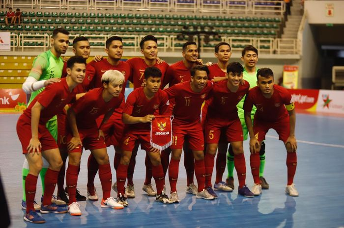Para pemain timnas futsal Indonesia jelang laga kontra Malaysia pada laga pertama fase penyisihan Piala AFF Futsal 2019 di Phu Tho Indoor Stadium, Ho Chi Minh City, Vietnam, 21 Oktober 2019.