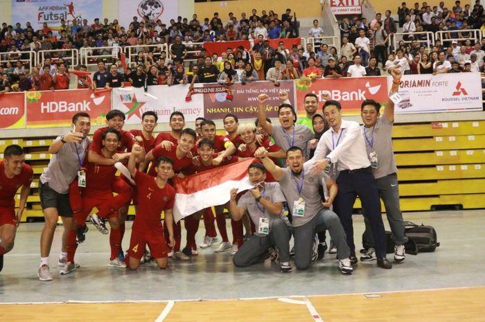 Selebrasi pemain timnas futsal Indonesia usai emmastikan lolos ke babak semifinal Piala AFF Futsal 2019, Rabu (23/10/2019).
