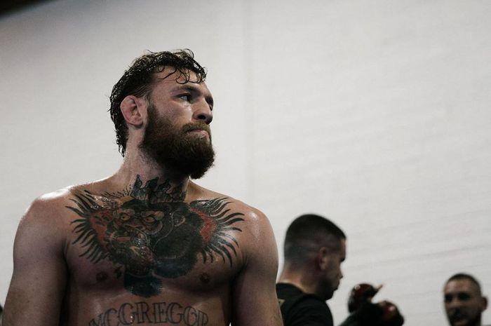 Petarung UFC asal Irlandia, Conor McGregor, berencana melakoni laga comebacknya di octagon. Akan tetapi hal tersebut urung terjadi lantaran belum menentukan calon lawannya.