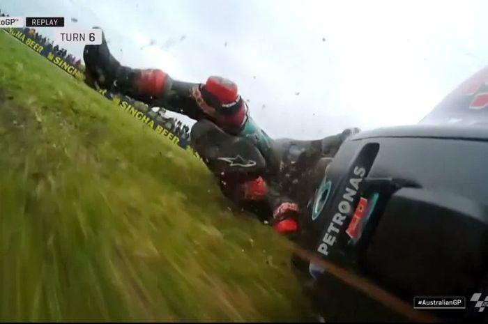 Crash yang dialami pembalap Petronas Yamaha SRT, Fabio Quartararo, di FP1 MotoGP Australia 2019, Jumat (25/10/2019).
