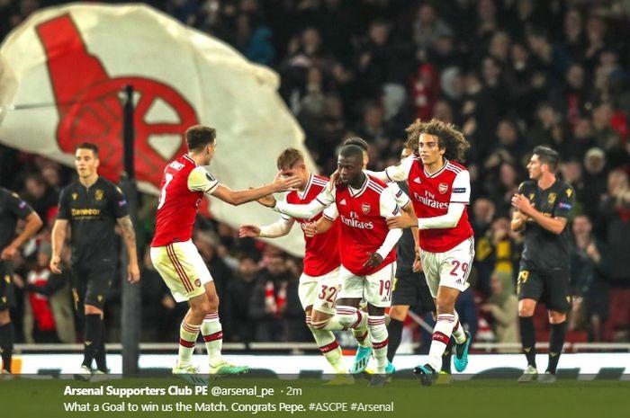 Para pemain Arsenal merayakan gol penyeimbang kedudukan yang dicetak Nicolas Pepe pada menit ke-80 ke gawang Vitoria Guimaraes pada matchday ketikga Liga Europa.