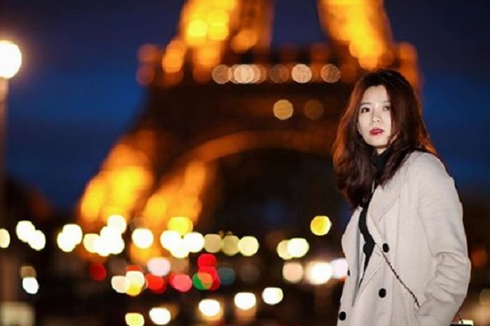 Pebulu tangkis Malaysia, Goh Liu Ying pun turut menikmati keindahan di Kota Paris usai kalah di babak pertama French Open 2019.