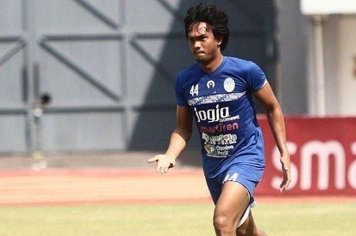 Pemain PSIM Yogyakarta, Achmad Hisyam Tolle, saat membela PSIM Yogyakarta di Liga 2 2019