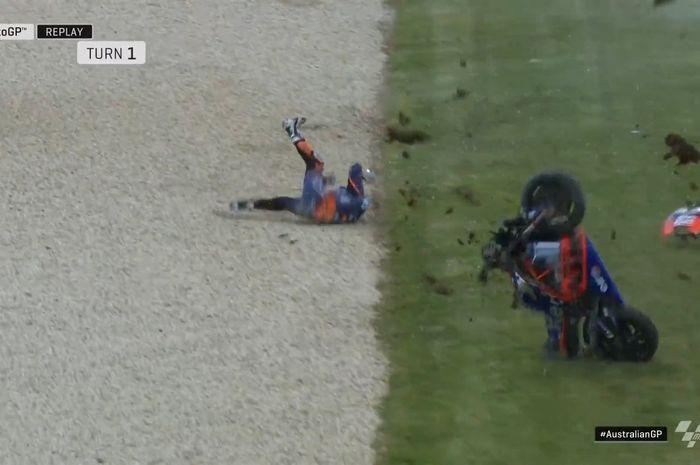 Rider Red Bull KTM, Miguel Oliveira, mengalami crash setelah motornya terdorong angin di FP4 MotoGP Australia 2019 pada Sabtu (26/10/2019).