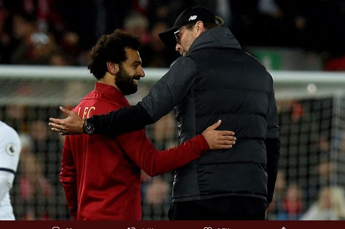 Mohamed Salah dan Jurgen Klopp berangkulan setelah Liverpool sukses mengalahk Tottenham Hotspur pada pekan kesepuluh Liga Inggris 2019/20, Minggu (27/10/2019)