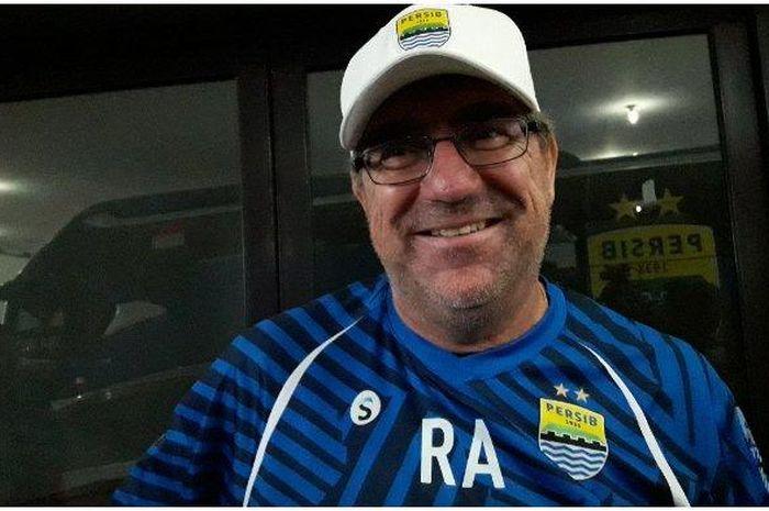 Pelatih Persib Bandung, Robert Alberts.