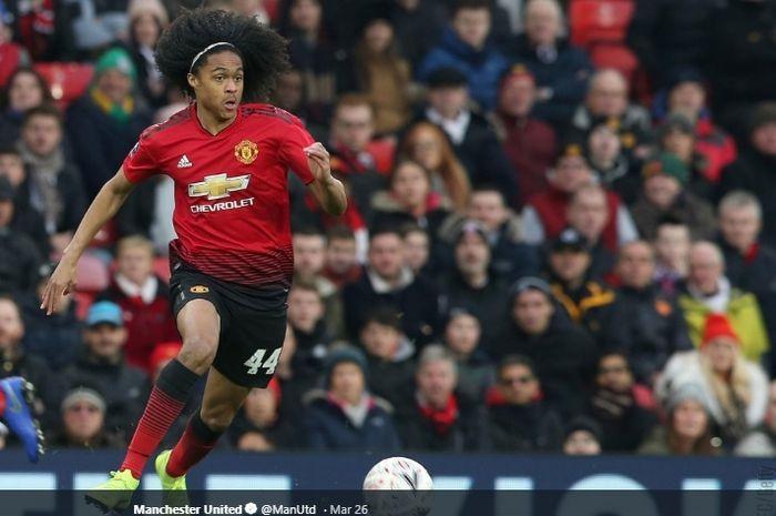 Gelandang  muda Manchester United, Tahith Chong, dikabarkan dilirik Juventus.