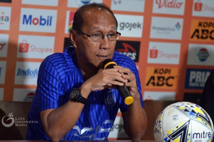 Pelatih PSIS Semarang, Bambang Nurdiansyah, dalam konferensi pers jelang laga melawan Persib Bandung, Selasa (5/11/2019).