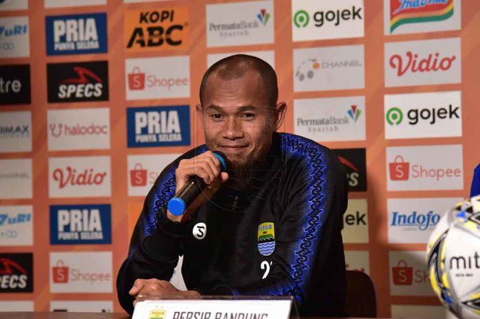 Kapten Persib Bandung, Supardi Nasir, memberikan komentar saat konferensi pers sebelum laga kontra PSIS Semarang pada pekan ke-27 Liga 1 2019.