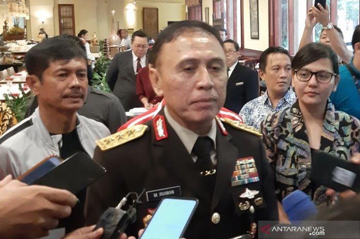 Ketua Umum PSSI Komjen Pol. Mochamad Iriawan (tengah).