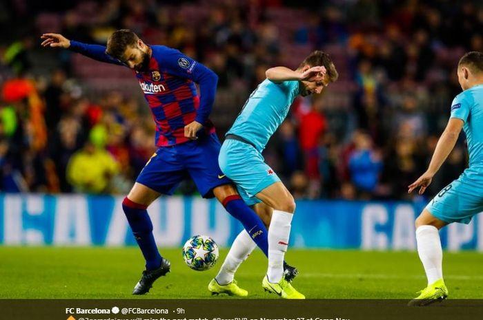 Bek tengah Barcelona, Gerard Pique, berusaha merebut bola dari salah satu pemain Slavia Prague dalam lanjutan pertandingan matchday keempat Liga Champions di Camp Nou, Selasa (5/11/2019) atau Rabu dini hari WIB.