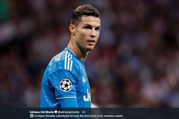 Penyerang Juventus, Cristiano Ronaldo, kala membela timnya melawan Lokomotiv Moskva pada matchday keempat Liga Champions 2019-2020.