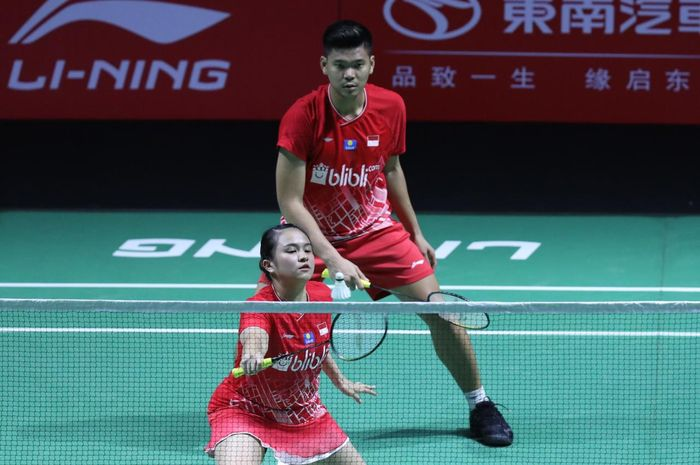 Pasangan ganda campuran Indonesia, Praveen Jordan/Melati Daeva Oktavianti, saat menjalani laga melawan Chris Adcock/Gabrielle Adcock (Inggris) pada babak kedua Fuzhou China Open 2019.