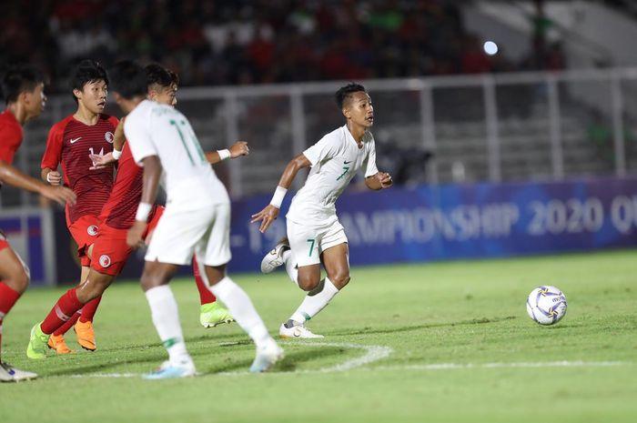Aksi gelandang Persib Bandung, Beckham Putra Nugraha, saat membela timnas U-19 Indonesia melawan Hong Kong pada laga kedua Kualifikasi Piala Asia U-19 2020 di Stadion Madya, Kompleks Gelora Bung Karno, Senayan, Jakarta Pusat, Jumat (8/11/2019).