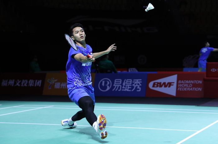 Jonatan Christie tampil pada babak perempat final Fuzhou China Open 2019 di Haixia Olympic Sports Center, Fuzhou, China, Jumat (8/11/2019)