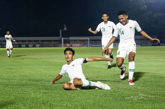 Kapten timnas Indonesia u-19, David Maulana, berselebrasi seusai ia mencetak gol ke gawang Hong Kong