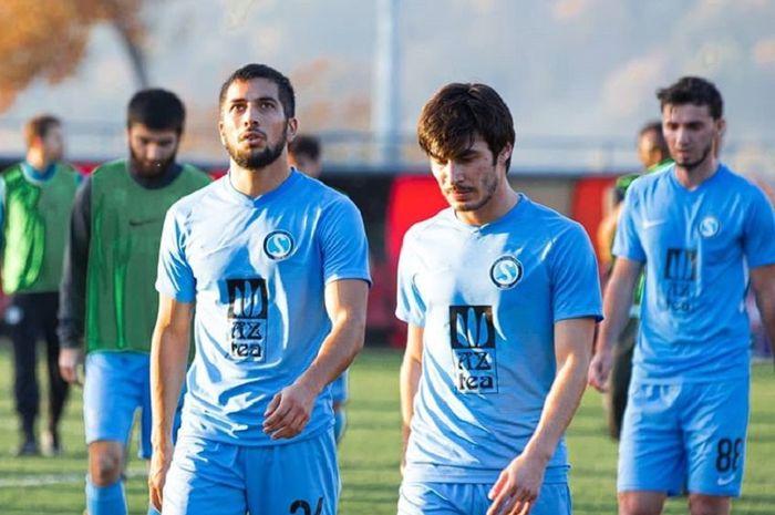 Ekspresi para pemain Sabail FK seusai kalah dari tuan rumah Qabala pada lanjutan Liga Azeraijan, 9 November 2019.