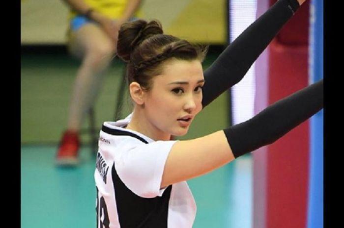Pevoli asal Kazakhstan, Sabina Altynbekova yang pamer aksi joget di ruang ganti pemain.