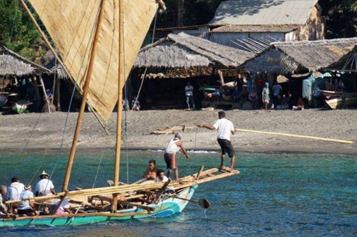 Perburuan paus di desa Lamalera.