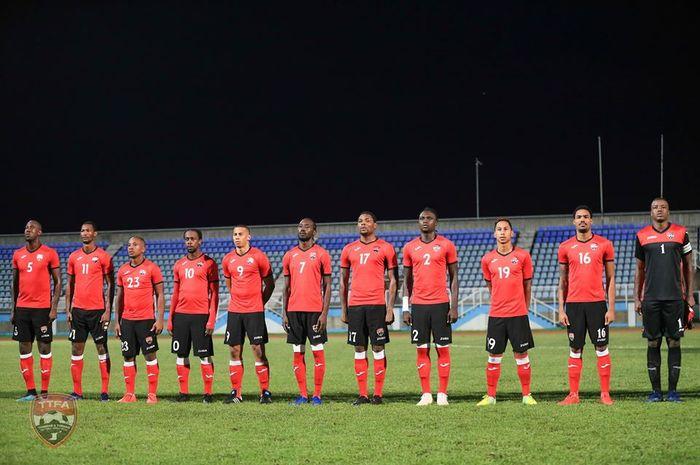 Para pemain timnas Trinidad Tobago sebelum menjamu timnas Anguilla dalam laga uji coba agenda FIFA Matchday di Ato Boldon Stadium, Couva, 11 November 2019.
