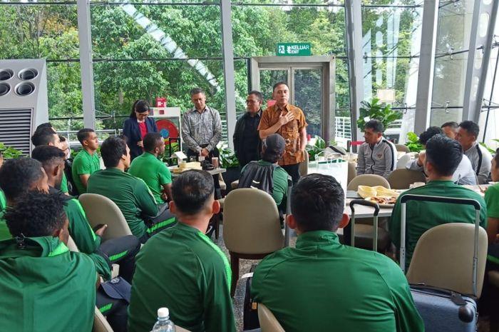 ketua Umum PSSI, Mochamad Iriawan alias Iwan Bule memberikan motivasi ke skuad timnas Indonesia di Kuala Lumpur, Selasa (12/11/2019).
