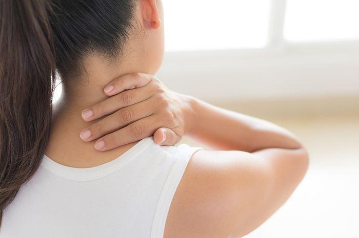 Leher Sakit Karena Salah Bantal Lakukan 5 Cara Ini Buat Mengatasinya Semua Halaman Cewekbanget