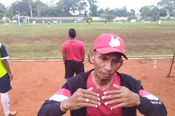 Mantan pemain timnas Indonesia, Rochy Putiray.