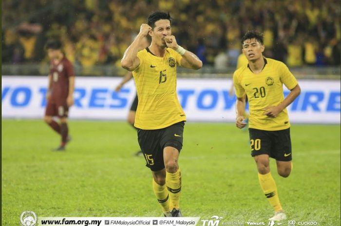 Para pemain timnas Malaysia merayakan gol ke gawang Thailand dalam partai kualifikasi Piala Dunia 2022 di Stadion Bukit Jalil, Kuala Lumpur, 14 November 2019.