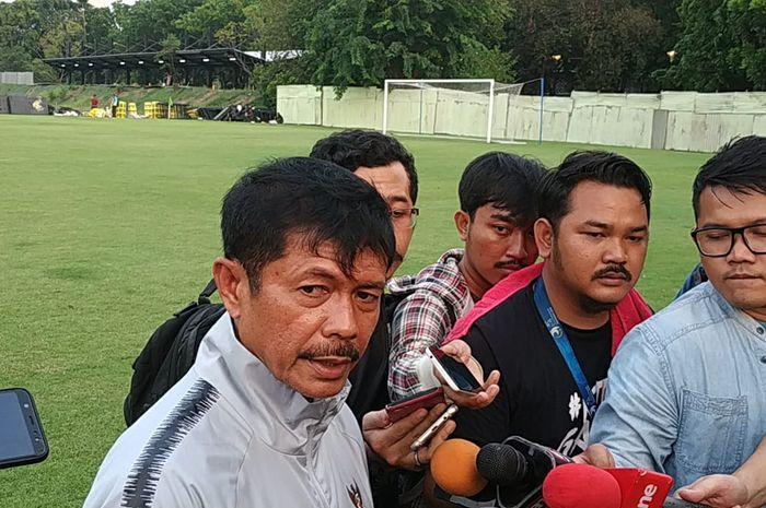 Pelatih timnas U-22 Indonesia, Indra Sjafri di Lapangan G, Komplek Gelora Bung Karno, Jakarta, Jumat (15/11/2019).