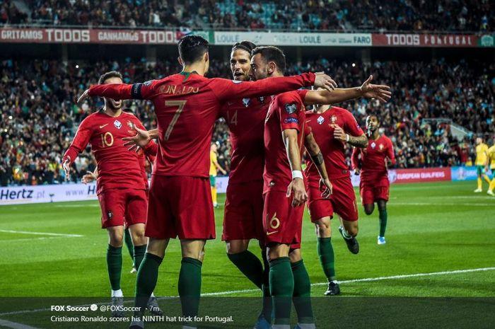 Megabintang timnas Portugal, Cristiano Ronaldo, merayakan gol yang dicetak ke gawang timnas Lithuania dalam laga Grup B Kualifikasi Euro 2020 di Stadion Algarve, Kamis (14/11/2019).