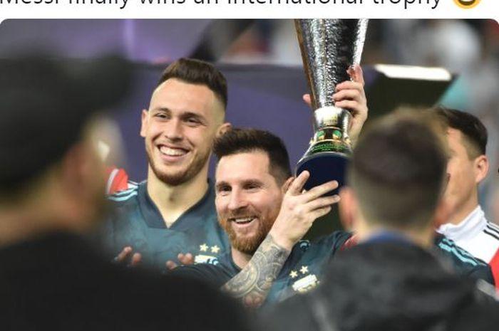 Megabintang timnas Argentina, Lionel Messi, merayakan kemenangan atas timnas Brasil dalam laga persahabatan di Stadion King Saud University, Jumat (15/11/2019).