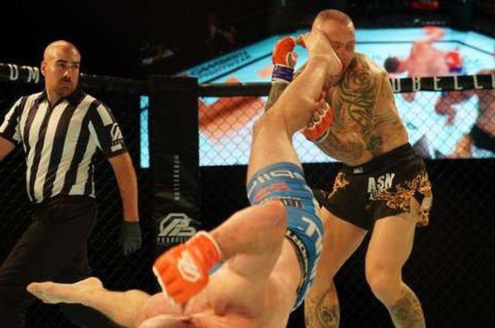 Tendangan Petarung UFC saat Buat Lawannya KO