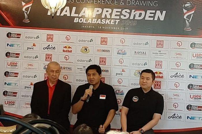 Konferensi Pers Piala Presiden Bola Basket dihadiri Ketua Steering Committee Maruarar Sirait (tengah), Ketua PP Perbasi Danny Kosasih (kiri), dan Ketua Organizing Committee Cahyadi Wanda, di Jakarta, Senin (18/11/2019).