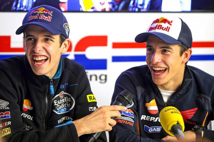 Alex Marquez (kiri) dan Marc Marquez (kanan)