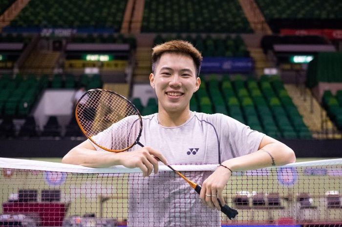 Pebulu tangkis tunggal putra Hong Kong, Lee Cheuk Yiu, berpose di Hong Kong Coliseum menjelang turnamen Hong Kong Open 2019.