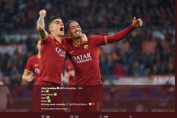 Chris Smalling berselebrasi dengan Gianluca Mancini saat AS Roma mengalahkan Brescia 3-0 di Stadio Olimpico Roma, Minggu (24/11/2019).