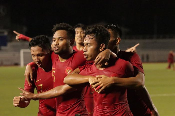 Para pemain timnas U-22 Indonesia yang merayakan kemenangan perdana di Grup B SEA Games 2019 melawan Thailand, Selasa (26/11/2019).
