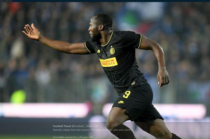 Romelu Lukaku merayakan golnya untuk Inter Milan.