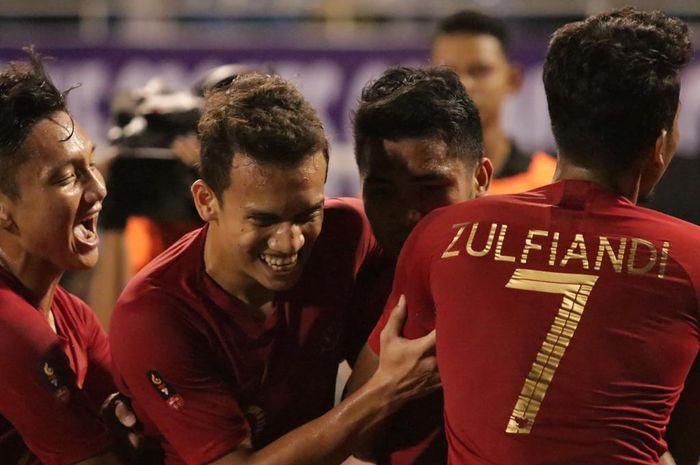 Para pemain Timnas U-22 Indonesia merayakan gol ke gawang Singapura pada laga Grup B SEA Games 2019, Kamis (28/11/2019).