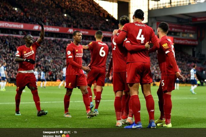 Para pemain Liverpool merayakan gol yang dicetak Virgil van Dijk ke gawang Brighton & Hove Albion di Stadion Anfield, Sabtu (30/11/2019).