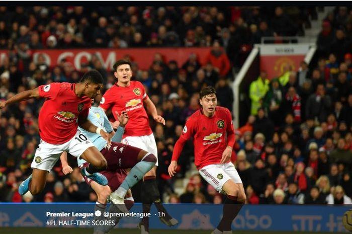 Marcus Rashford beraksi dalam partai Liga Inggris Manchester United vs Aston Villa di Old Trafford, 1 Desember 2019.
