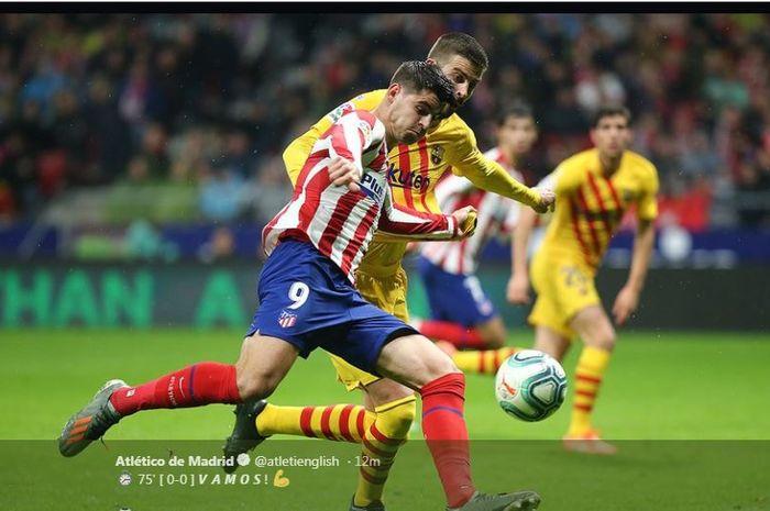 Duel Alvaro Morata vs Gerard Pique dalam partai Liga Spanyol antara Atletico Madrid vs Barcelona di Wanda Metropolitano, Madrid, 1 Desember 2019.