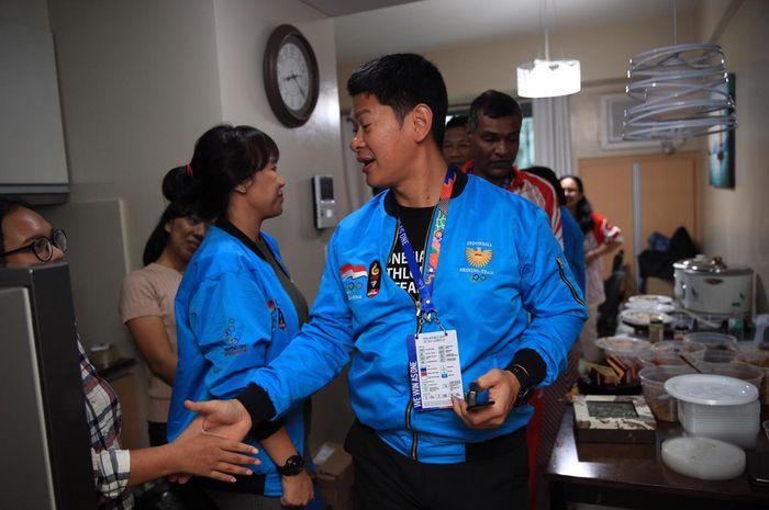 Raja Sapta Oktohari (Presiden NOC Indonesia/KO) mengunjungi Dapur Umum NOC Indonesia selama SEA Games 2019 di Manila, Filipina