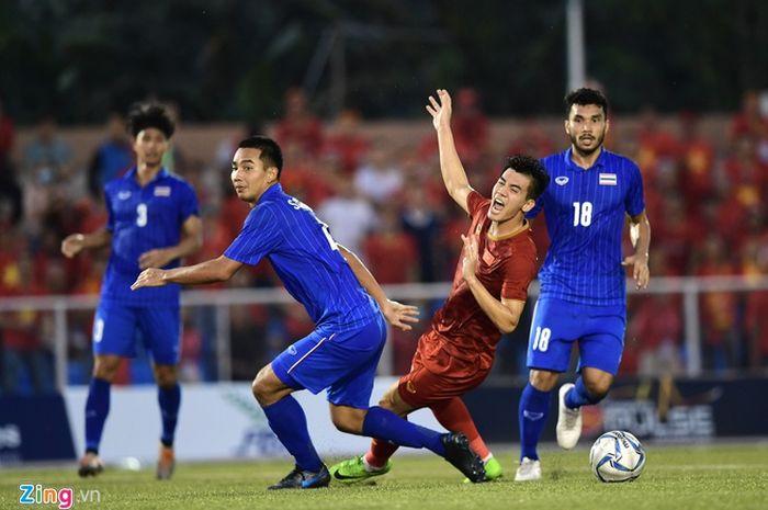 Suasana pertandingan antara timnas U-22 Thailand melawan Vietnam di laga pamungkas Grup B SEA Games 2019, Kamis (5/12/2019).