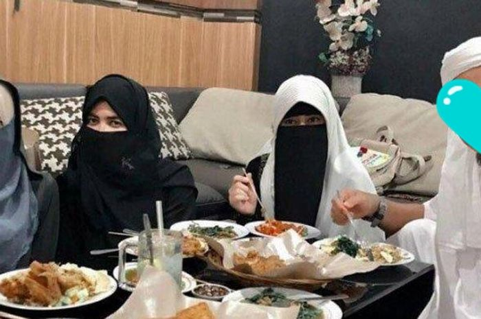 Meninggal Akibat Kanker dan Ustadz Kondang Ini Tinggalkan 3 Istri, Intip Curhatan Nasib Anak ke-8: Rasakan Pelukan Abinya Pun Belum Pernah!